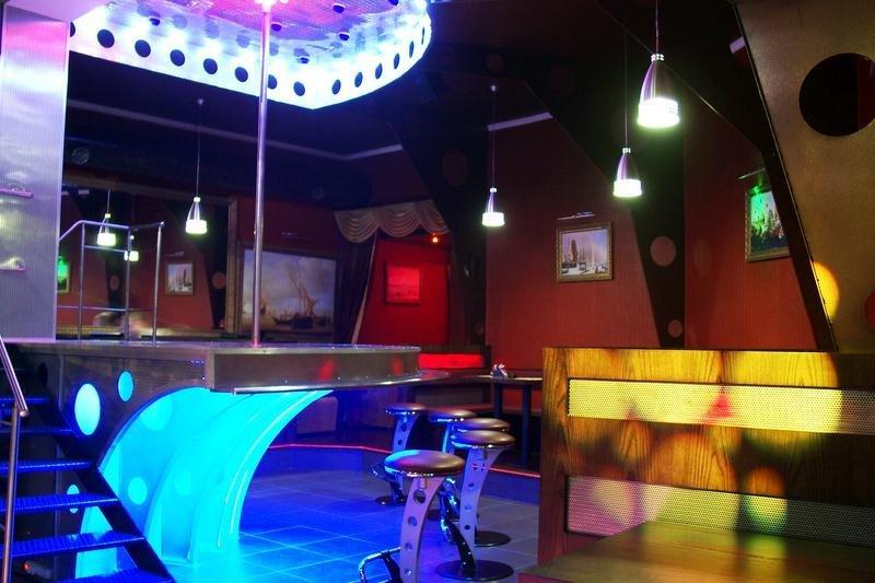 Стриптиз бары в челнах ночной клуб фаербол в купчино