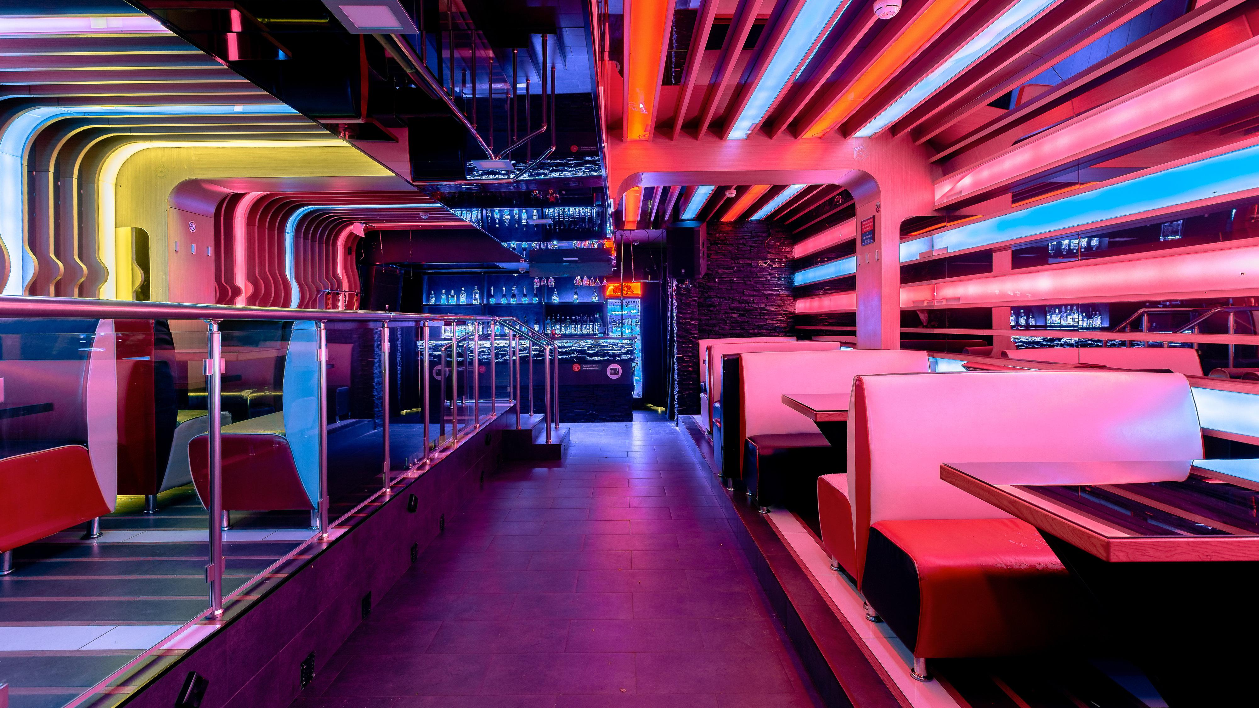 ладожская метро клубы ночные
