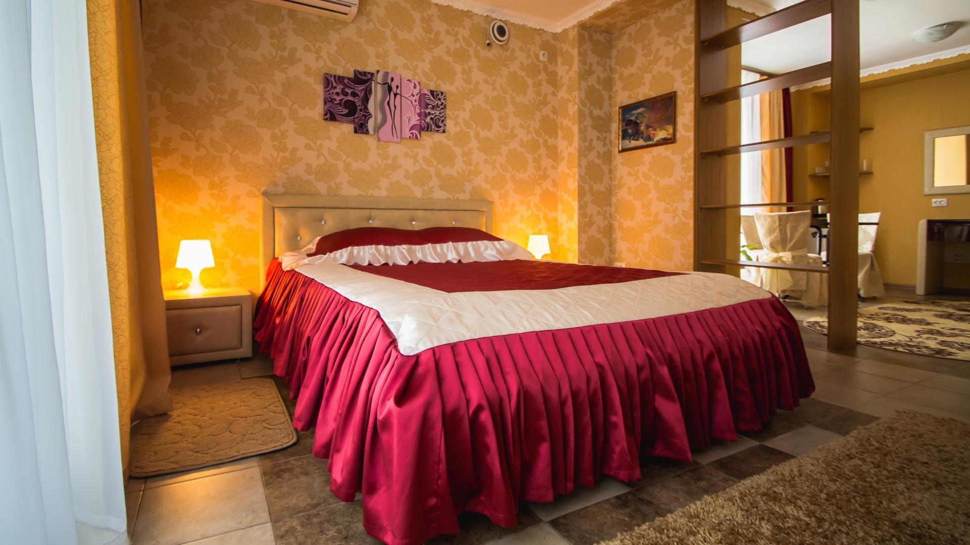 Цены на проживание в Отеле Золотой Лев