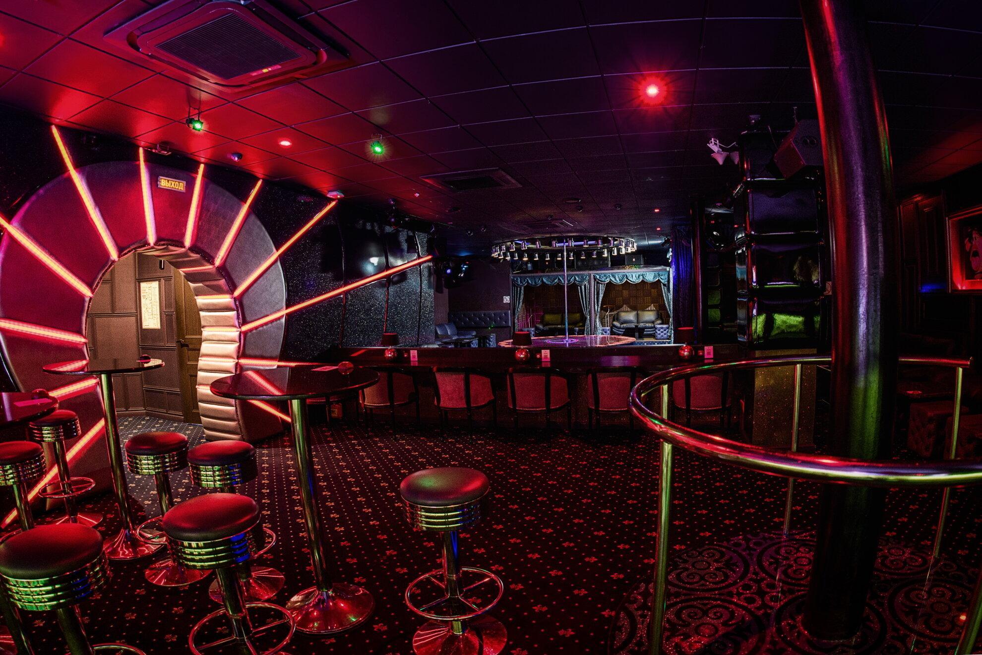Официантки в ночные клубы екатеринбурга стрептиз фото из закрытых клубов