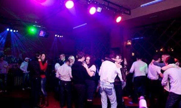 Клубы батайска ночной стриптиз клуба бассейном