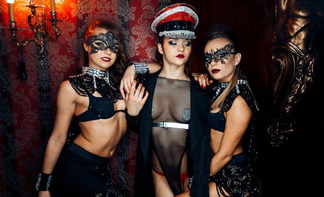 Киев стриптиз клуб в киеве страница ночного клуба