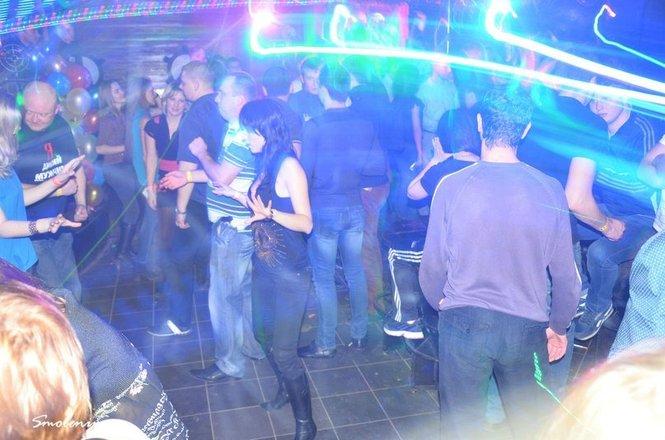 Ночные клубы саратова с бесплатным входом дубай ночной клуб армани