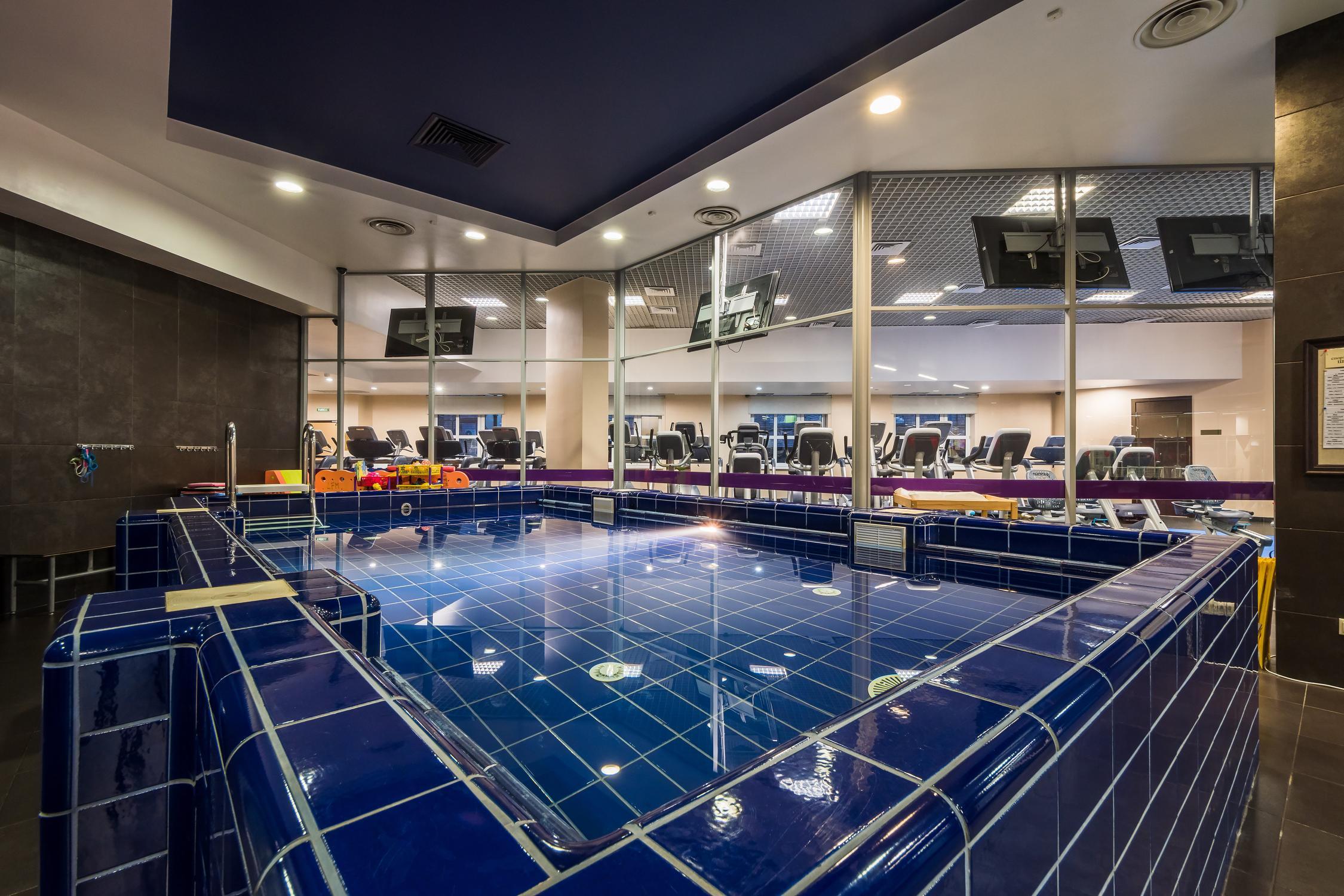 Фитнес клубы москва бауманская прямой эфир канала ночной клуб