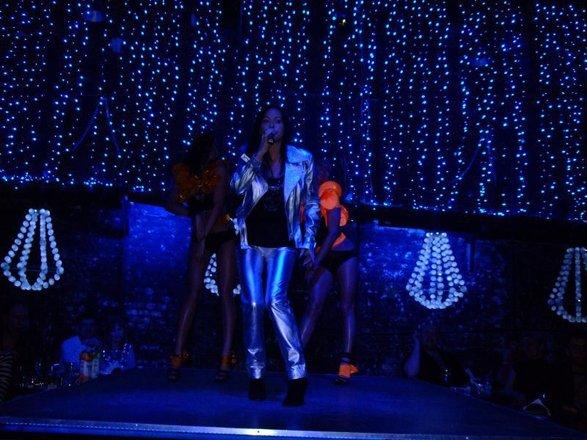Ночные клубы москвы дискотека смотреть эротические шоу с стрептиз