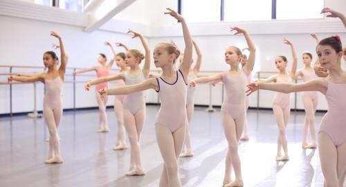 школа балета в чехове отличие спортивного