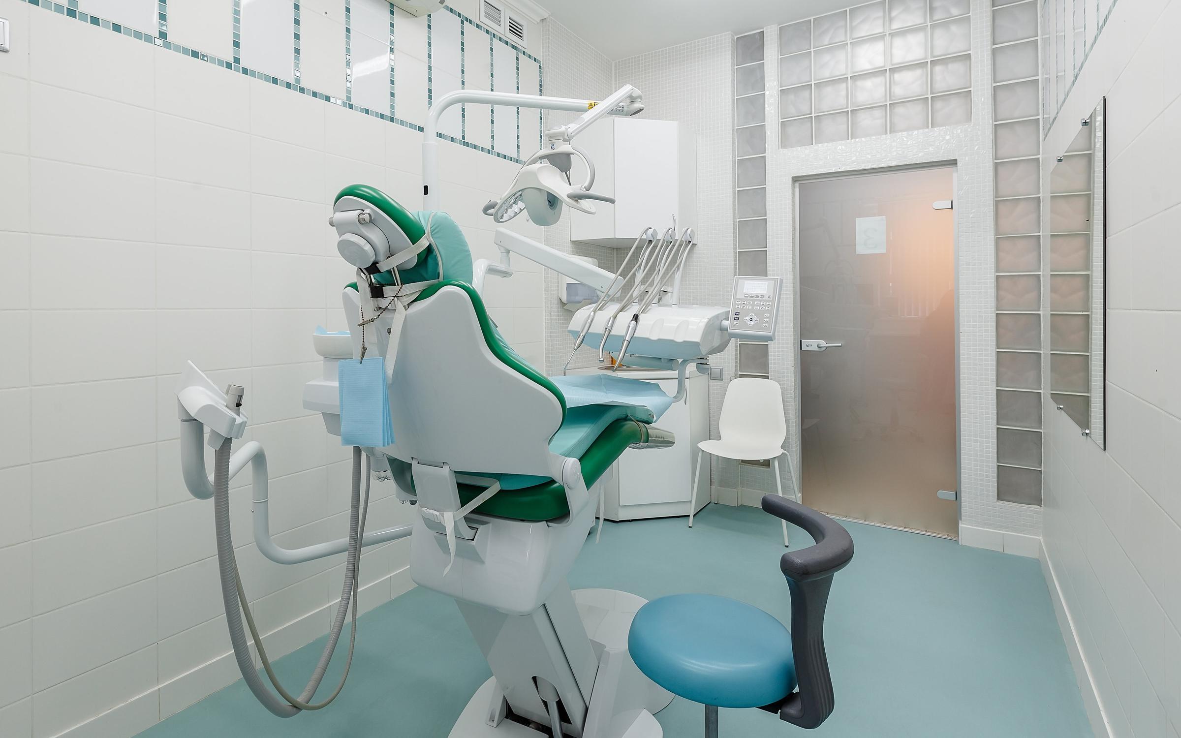 фотография Стоматологической клиники Уни Дент на метро Выборгская