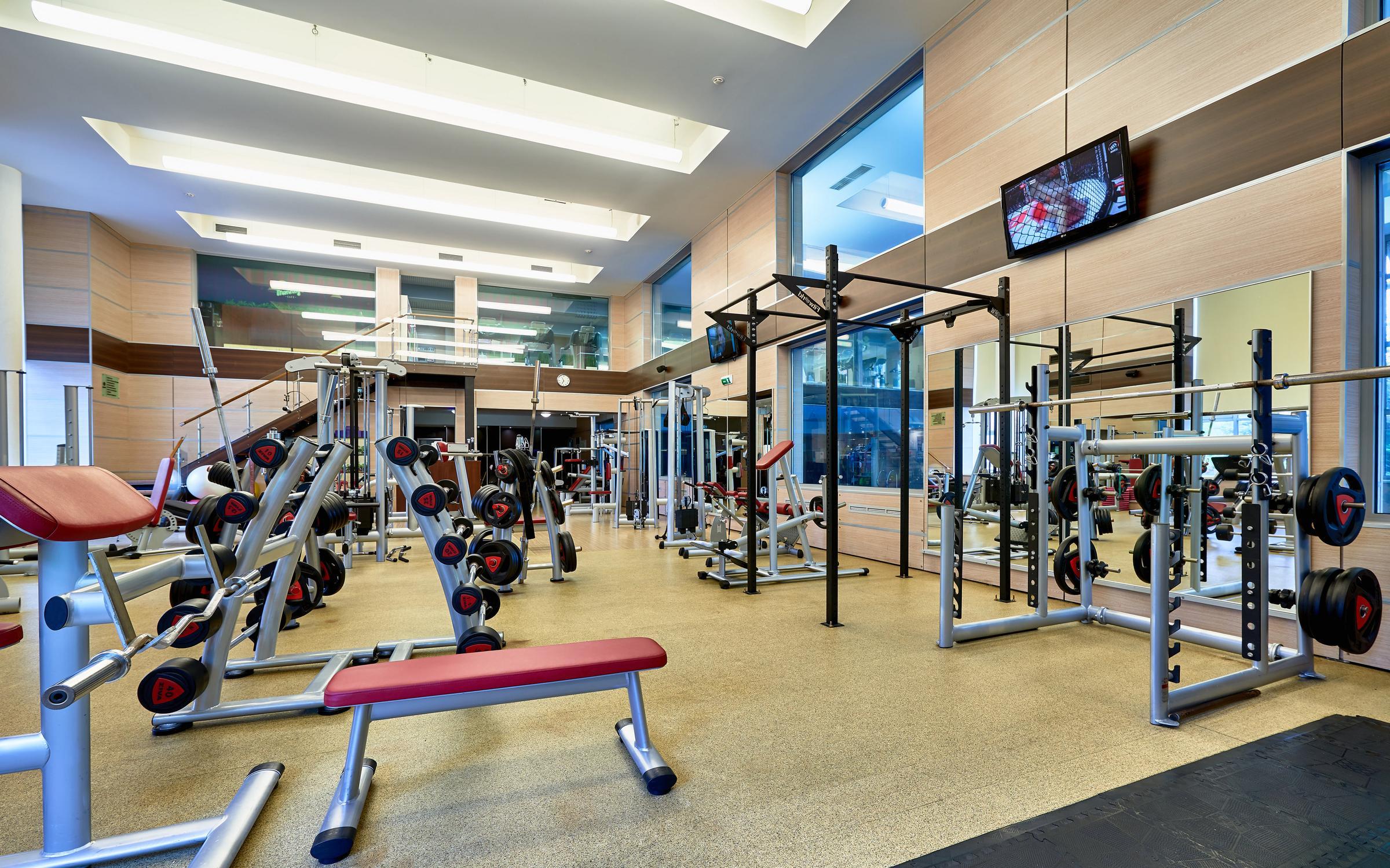 Для вас специалисты центра подобрали различные фитнес программы и полезные процедуры по уходу за вашим телом.