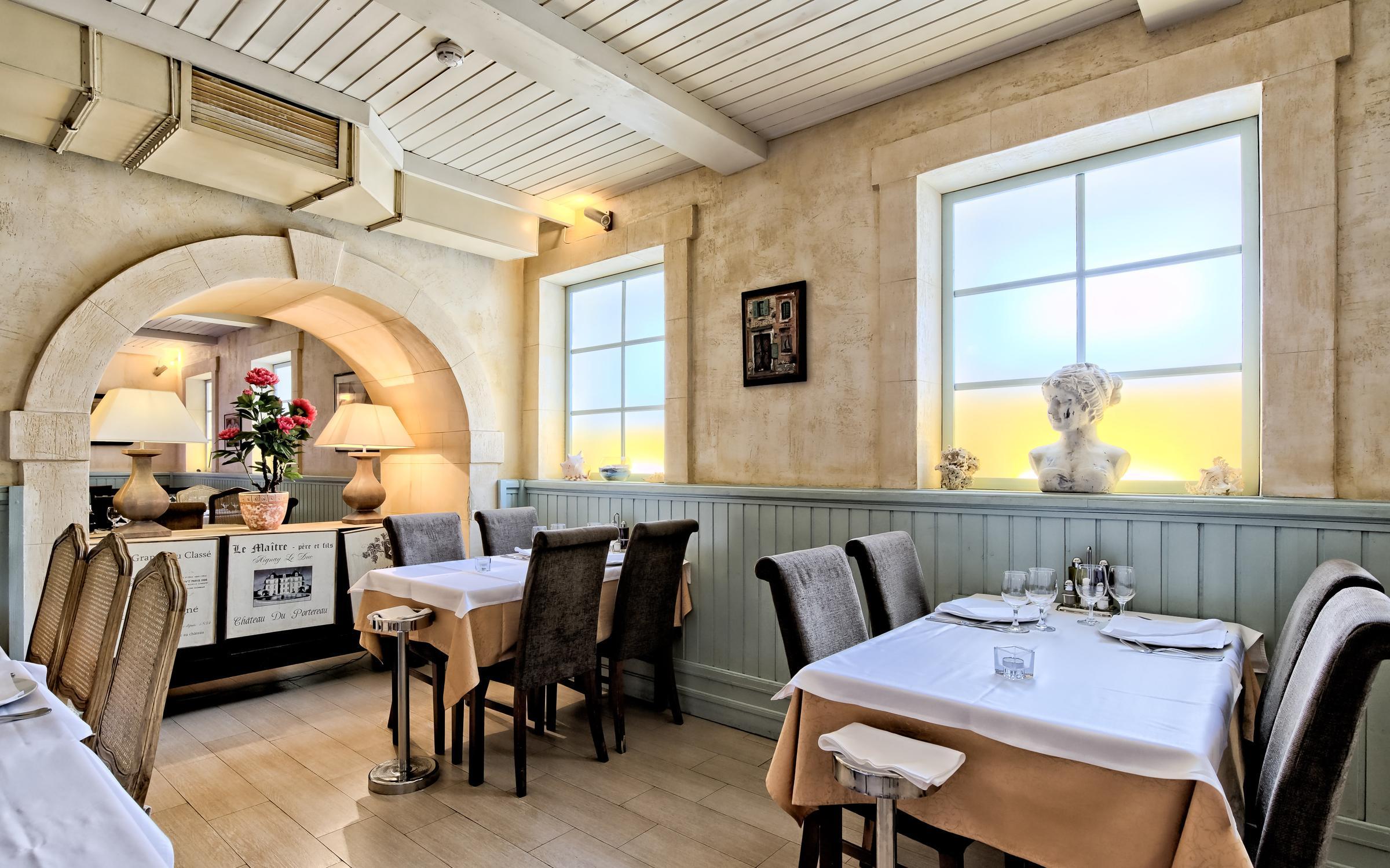 фотография Ресторана Porto Maltese на метро Площадь Александра Невского