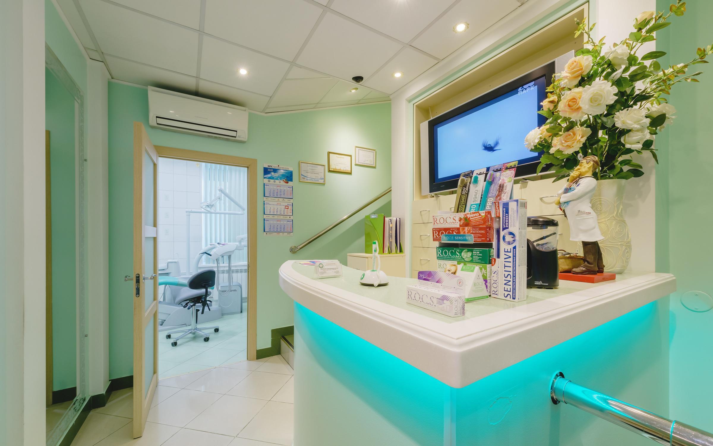 фотография Стоматологии Целитель Пантелеймон на метро Площадь Восстания