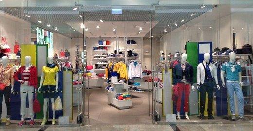 Магазин Lacoste в ТЦ Ocean Plaza - отзывы, фото, каталог товаров, цены,  телефон, адрес и как добраться - Одежда и обувь - Киев - Zoon.com.ua f025e8fbace