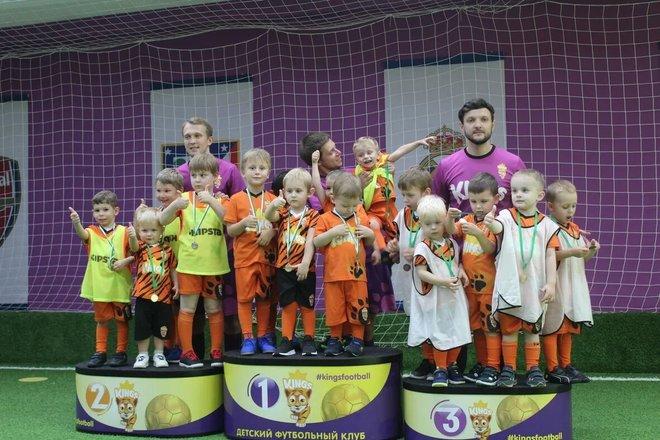 Детский футбольный клуб кингс москва как танцуют парни в клубах 27 типов мужских
