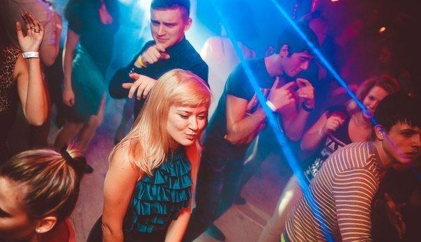 Пушкин константиновский ночной клуб девушки идут из ночных клубов