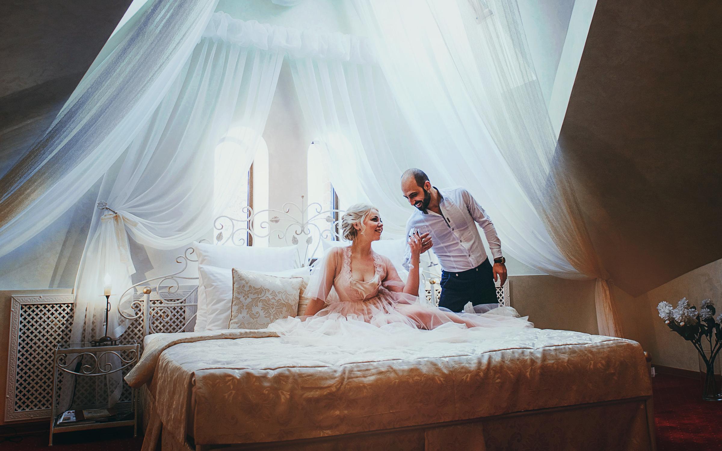 видео первой брачной ночи молодоженов новые