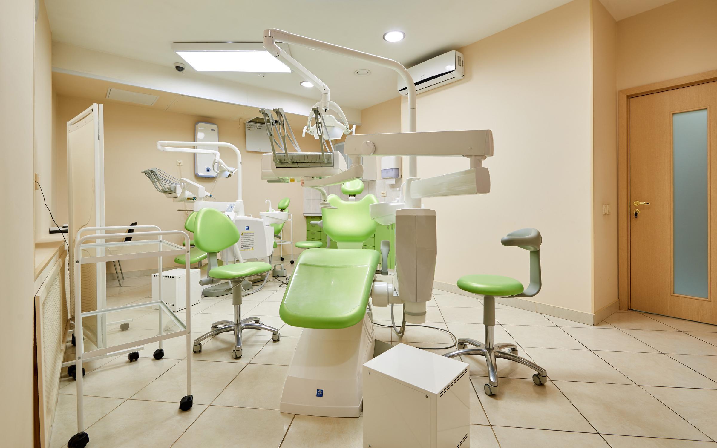 фотография Центра имплантации и стоматологии ИНТАН на Варшавской улице
