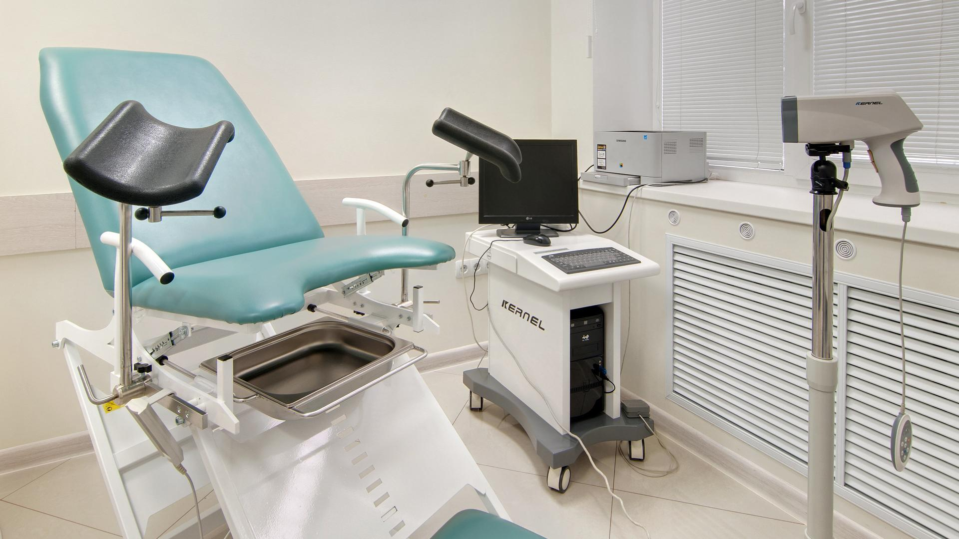 Секс гинеколог фото, Гинеколог поимел пациентку на смотровом кресле 18 фотография