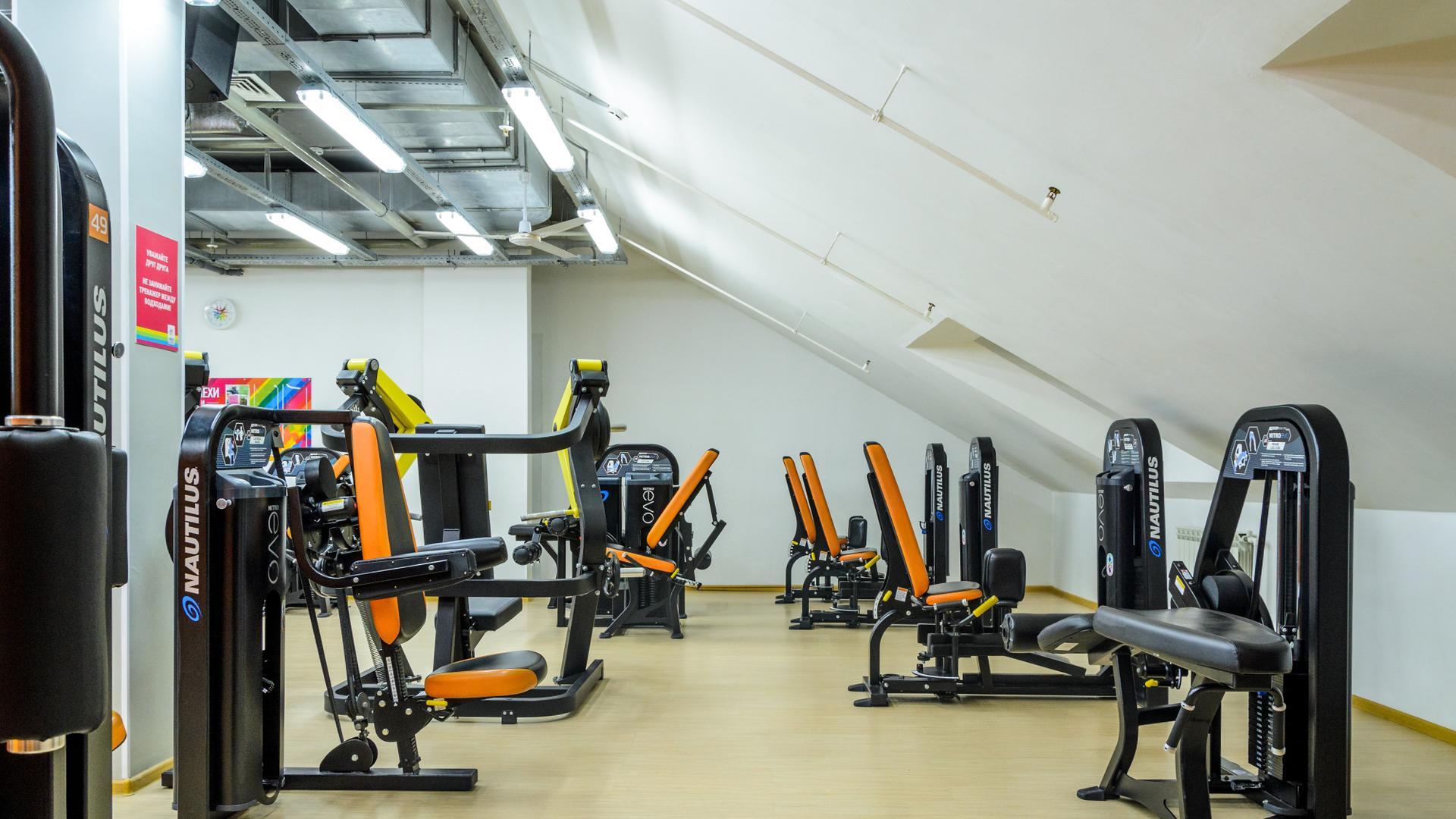 Помимо зон для тренировок, на территории фитнес клубов gold's fitness расположены просторные аквазоны, хамам, джакузи, фитнес-бары, комфортабельные зоны отдыха и многое другое.